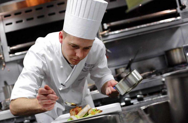 Cercasi addetti alla ristorazione in Germania: contratto a tempo indeterminato
